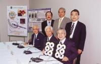 ヒトゲノム計画の主要メンバーと(後列左が清水氏)