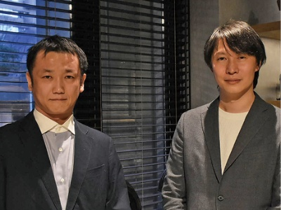 ヤフーから独立して起業した井上昌洋社長(左)は「大企業のブランドは使えなくなったが、スタートアップだからこその小回りを生かす」と意気込む。右が創業メンバーの1人、有地正太取締役