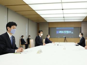 安倍首相、月例経済報告等に関する関係閣僚会議を開催