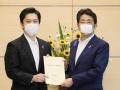 安倍首相が大阪府の吉村知事と会談、感染拡大防止の考えで一致