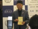 ノーベル賞授与式から帰国した大村氏が会見、「人材育成に関わっていきたい」