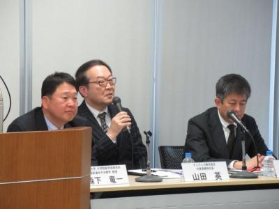 3月に会見した大阪大学の森下竜一教授とアンジェスの山田英社長、タカラバイオの峰野純一取締役(左から)