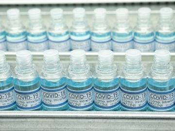 日本でも製造されるAZ社の新型コロナワクチン、世界中に製造拠点を増やせるワケ