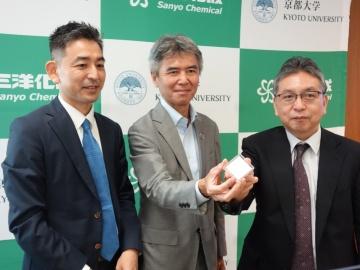 三洋化成、京都大学と共同開発したシルクエラスチンスポンジの企業治験を開始