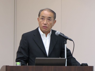 業績を説明する吉田文紀社長